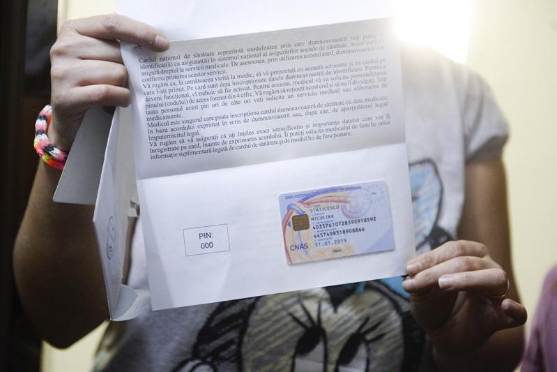 """Peste 1.000 de băcăuani au refuzat cardul de sănătate """"din motive religioase"""" sau """"din superstiţie"""""""
