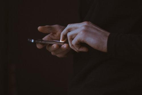 Ipotezele privind legătura dintre telefoanele mobile şi cancer, confirmate
