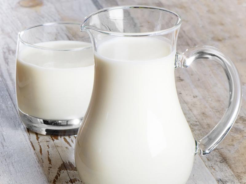 De ce nu trebuie să bem niciodată lapte nefiert. Avertismentul specialiştilor