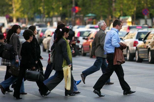 Legătura dintre bolile de inimă şi felul în care mergi pe stradă