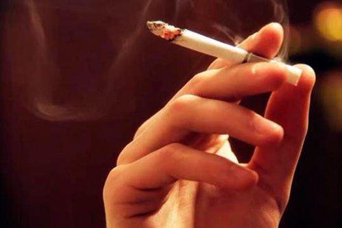 VIDEO ŞOCANT. Ce efect are un singur pachet de ţigări asupra plămânilor
