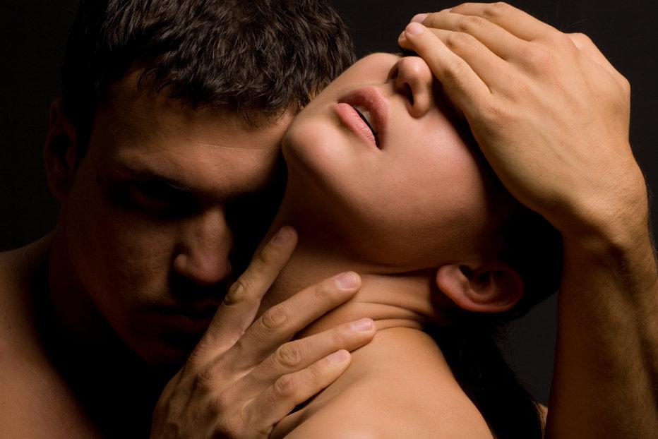 De ce înşală bărbaţii femeile pe care le iubesc?
