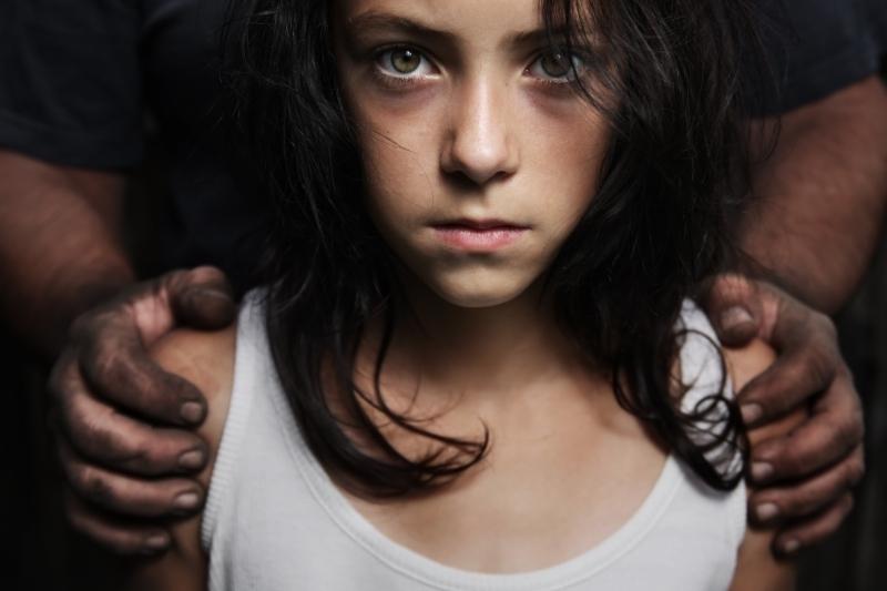 """Forma de abuz mai periculoasă decât cel fizic: """"Este o realitate trimisă dintr-o generaţie în alta, în zilele noastre tolerată încă în tăcere"""""""