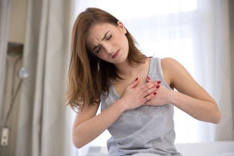 Afecţiunea ale cărei simptome apar cu o săptămână înainte de declanşare. 8 semne care trebuie să te trimită la medic