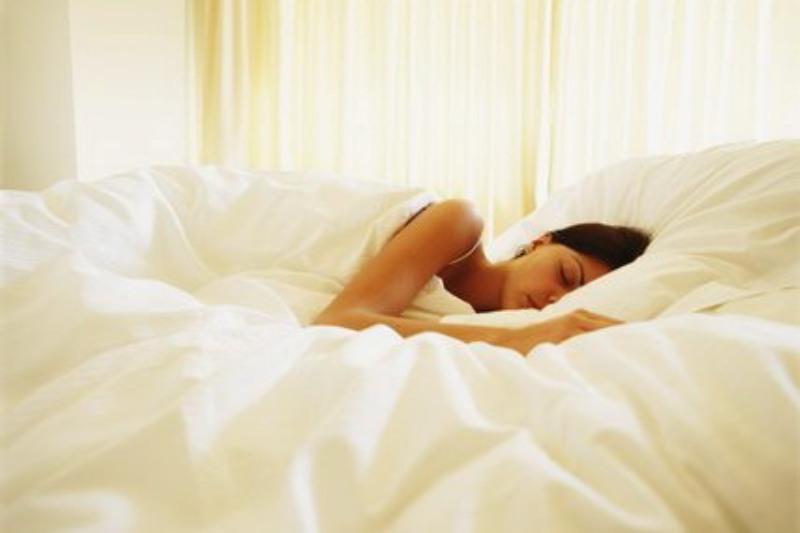 De ce este bine să dormim dezbrăcaţi
