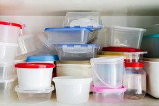 Pericolul ascuns în recipientele de plastic. Cât timp este recomandat să refolosim o caserolă