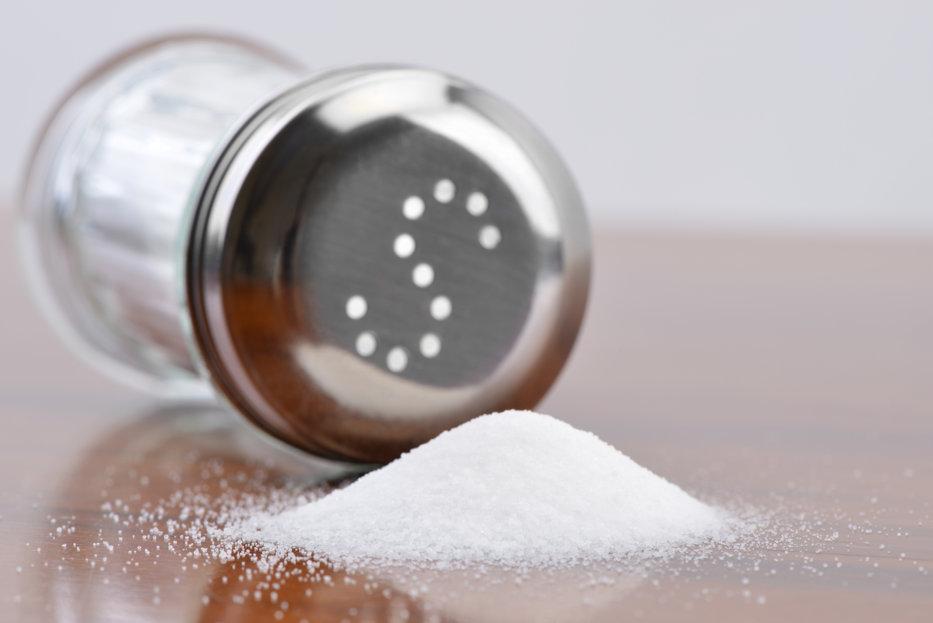 Pericolul ascuns în consumul ridicat de sare. Conduce la apariţia uneia dintre cele mai temute boli ale ultimilor ani