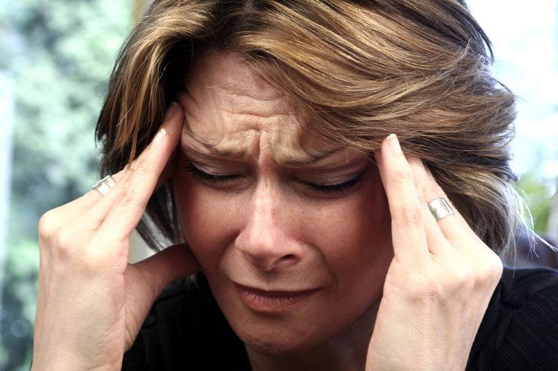 Durerile de cap nu trebuie ignorate. Legătura dintre migrene şi bolile care ucid, anual, cei mai mulţi români