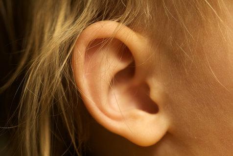 Premieră medicală: Copiilor cu o afecţiune rară le-au fost ataşate urechi crescute în laborator