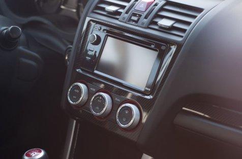 Pericolul la care ne expunem atunci când pornim aerul de la maşină. Ce nu se spune în manualele de instrucţiuni poate duce chiar şi la apariţia cancerului