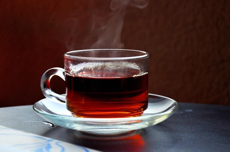 Ceaiurile de fructe şi chipsurile sărate, vinovate pentru eroziunea dentară. Avertismentul experţilor