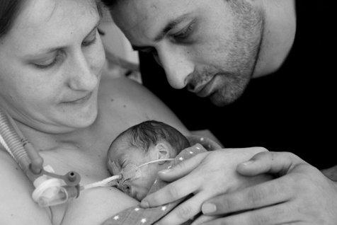 Maternitatea Polizu din Capitală şi Maternitatea Dominic Stanca, din Cluj-Napoca, vor deveni centre în care părinţii pot avea grijă de copiii lor născuţi prematur