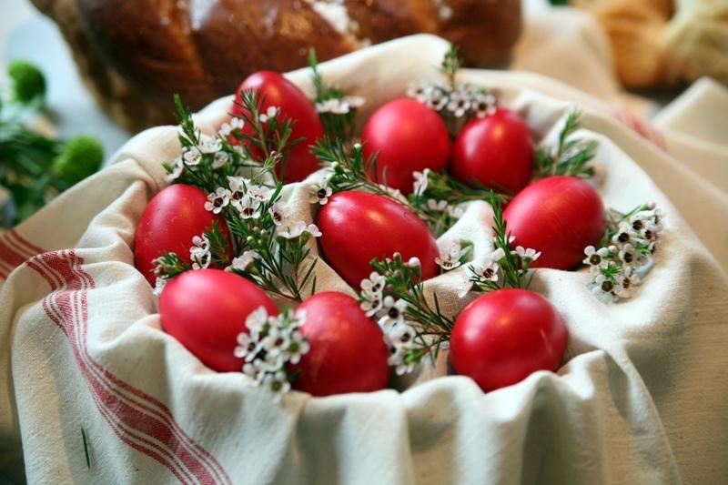 Masa de Paşte, pericol pentru sănătate şi pentru siluetă. Totul despre alimentele pe care le consumăm
