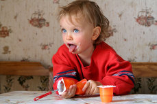 Pericolul ascuns în iaurturile pentru copii. Un singur borcan ar putea crea mediul propice pentru afecţiuni grave. Avertismentul specialiştilor din sănătate