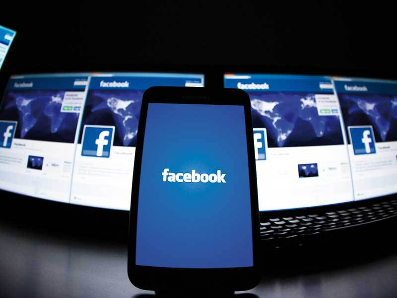 Cum ne ferim de pericolele de pe Facebook. Dependenţa de reţelele de socializare, o reală ameninţare