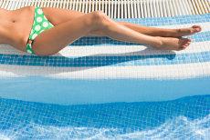 Clorul din piscină, un pericol pentru organism. Cum îţi poate destabiliza sănătatea