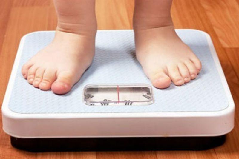 Obezitatea din copilărie poate duce la probleme de cogniţie în timpul şcolii
