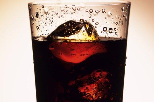 Mitul băuturilor dietetice, SPULBERAT în laborator. Ce pericole ascund ÎNDULCITORII folosiţi de producători