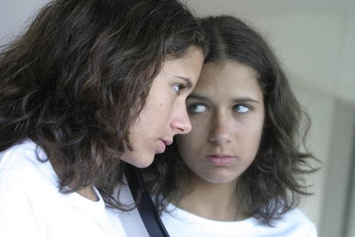 Care sunt SEMNELE că un copil are GÂNDURI SINUCIGAŞE