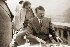 Hitler a comandat păpuşi gonflabile pentru trupele sale. Cum arăta modelul aprobat personal de liderul nazist