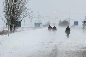 ANM: Ninsori viscolite la munte şi intensificări ale vântului în Banat, Crişana şi Dobrogea