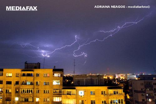 VREMEA. Ploi torenţiale, vijelii şi grindină în mare parte a ţării