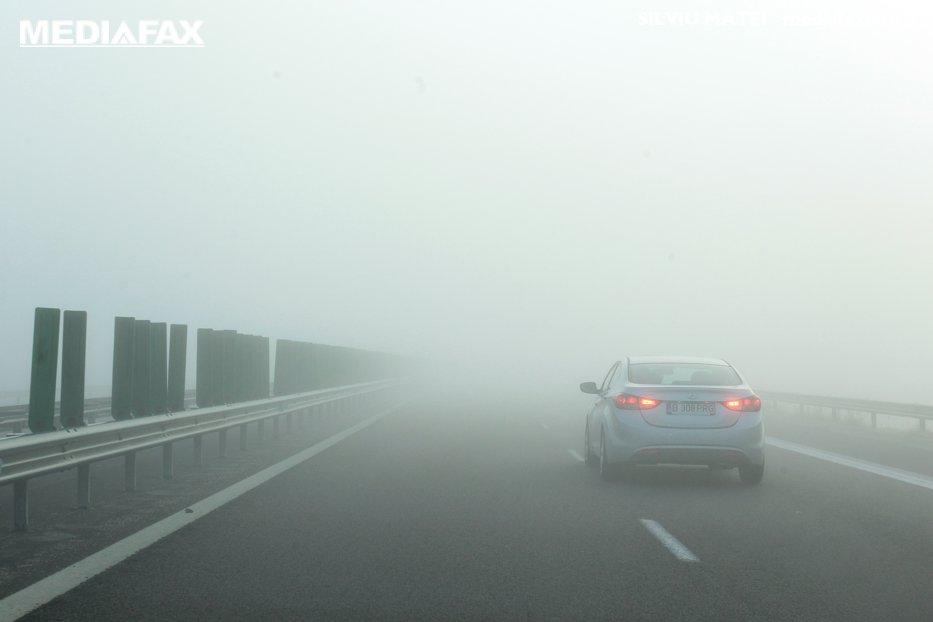 Cod galben de ceaţă în 11 judeţe. Vizibilitatea scade pe alocuri sub 100 de metri