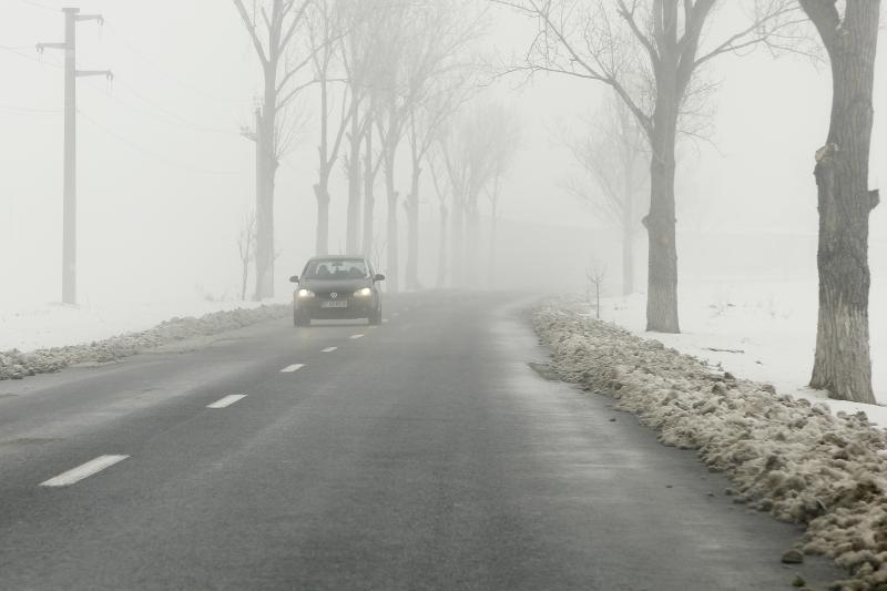 Cod galben de ceaţă în opt judeţe din ţară. Vizibilitatea scade pe alocuri la 50 de metri