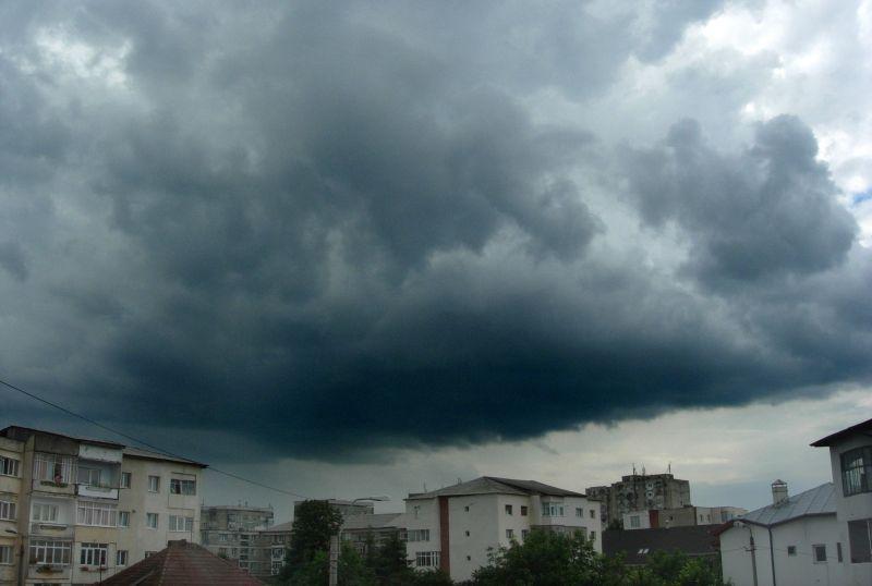 VREMEA. Temperaturi scăzute şi ploi, în următoarele trei zile