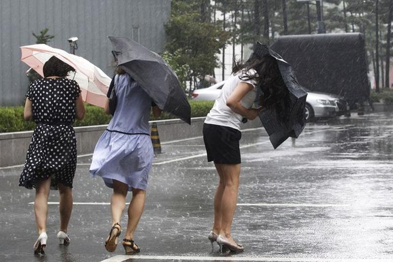 Avertizare meteo de ploi torenţiale şi vânt