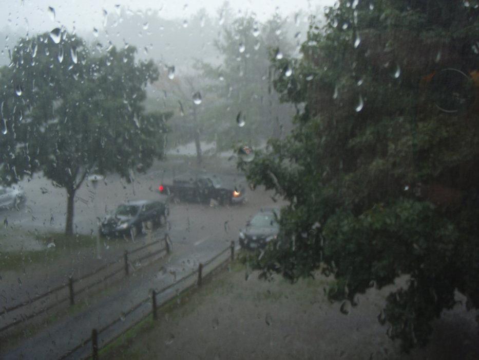 Codul galben de ploi în sud-estul ţării, valabil până vineri