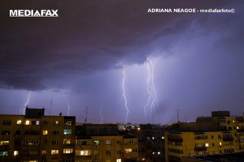 VREMEA: Înnorări temporare şi ploi locale, însoţite de descărcări electrice. PROGNOZA METEO pentru marţi şi miercuri. HARTA ANM
