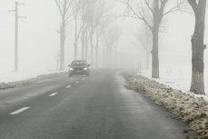 Cod galben de ceaţă în zece judeţe. Lista drumurilor pe care se circulă cu dificultate