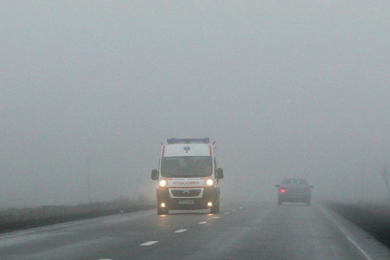 COD GALBEN de ceaţă în 16 judeţe din ţară. Vizibilitatea, redusă până la sub 50 de metri