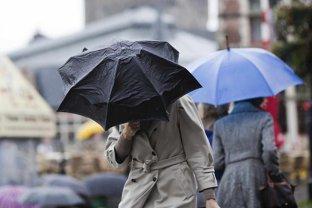 Urmează două zile cu ploi şi averse în aproape toată ţara. Informarea ANM
