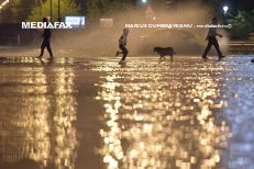 COD ROŞU de ploi abundente în două zone din România. Anunţ important de la MAI