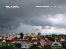 Ploi torenţiale, vânt şi grindină vineri şi sâmbătă în toată ţara