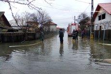 Cod portocaliu de inundaţii pe râuri din Vâlcea, Argeş, Olt şi Dâmboviţa