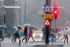 Codul galben de ploi torenţiale a fost prelungit până miercuri