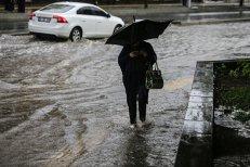 Avertizare METEO: Ploi torenţiale şi descărcări electrice în minivacanţa de Sfânta Maria