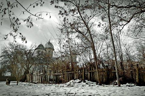 METEO în weekend: GER şi NINSORI slabe. Fenomen RAR într-o comună din Buzău: Ninsoare cu TUNETE şi FULGERE. Cum va fi VREMEA în fiecare regiune a ţării