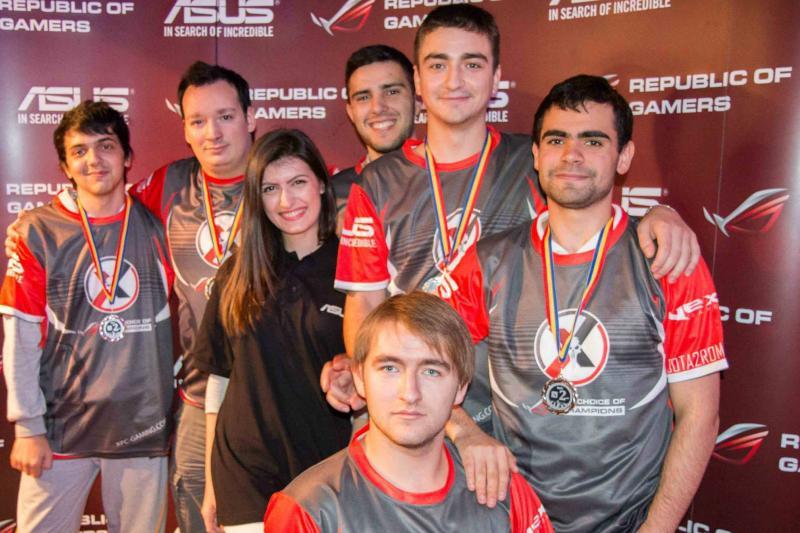 Ziua sunt studenţi la facultăţi de top, iar seara gameri profesionişti. Cât câştigă cei mai buni jucători de sporturi electronice din România