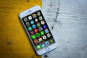 Smartphone-urile iPhone 6s şi 6s Plus au fost lansate în România. Cât costă