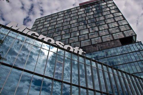 Cât câştigă un angajat român la Microsoft. Top 3 companii IT în funcţie de salarii
