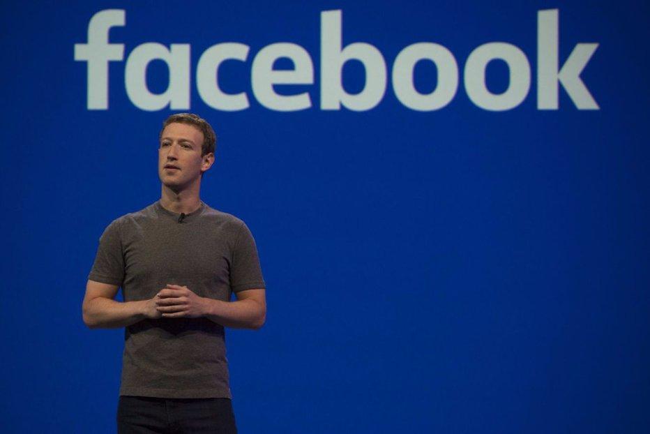 Se vede că este fondatorul Facebook. Câţi oameni se ocupă de pagina de Facebook a lui Mark Zuckenber