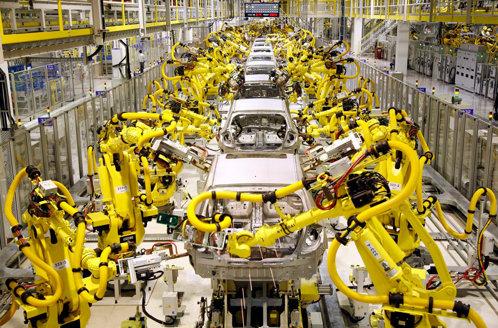 Bill Gates cere taxarea roboţilor care iau locurile de muncă ale oamenilor