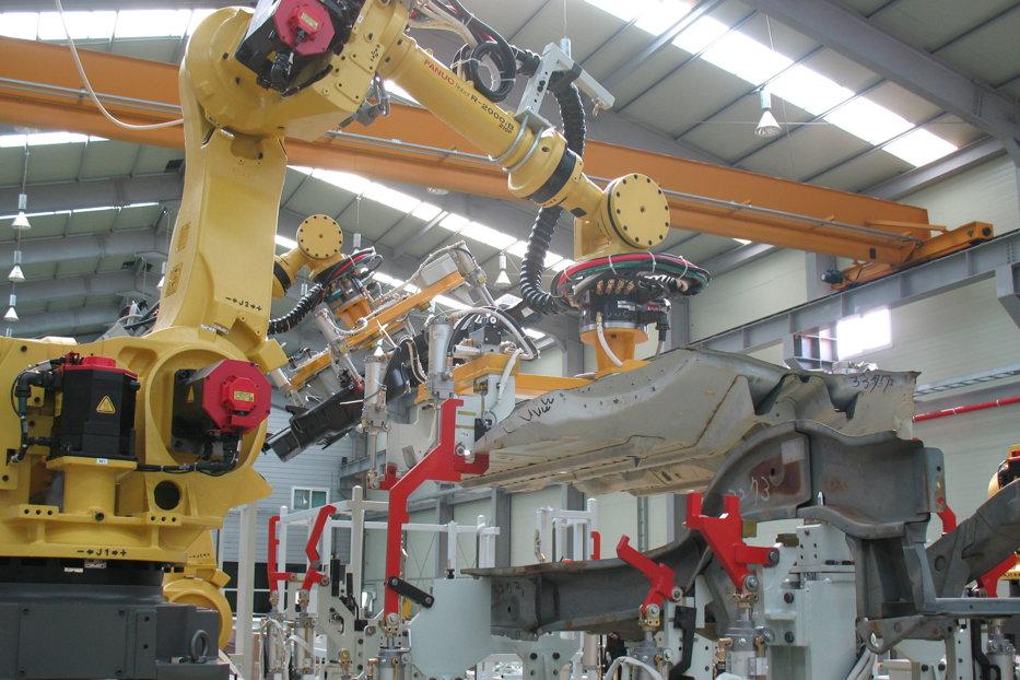 O femeie a fost ucisă de un robot la locul de muncă. Soţul dă cinci companii în judecată