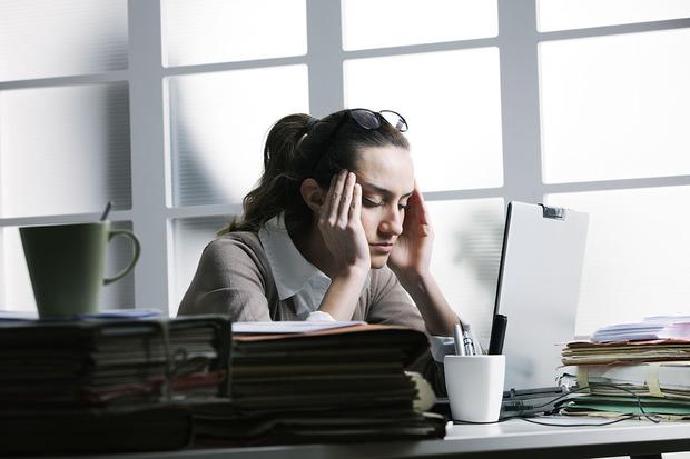 Cum să-ţi protejezi ochii dacă lucrezi în faţa calculatorului toată ziua