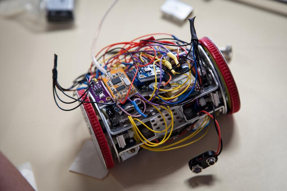 Un satelit cât doza de suc, construit de elevi din Constanţa, i-a dus în finala unui oncurs organizat de Agenţia Spaţială Europeană