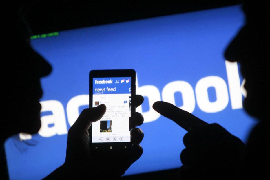 Cum poţi sparge uşor un cont de Facebook. Vulnerabilitatea reţelei sociale, demonstrată de un programator